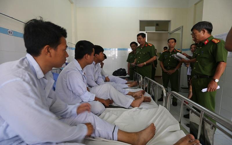 Thăm hỏi các chiến sĩ PCCC Da Nang bị tai nạn giao thông