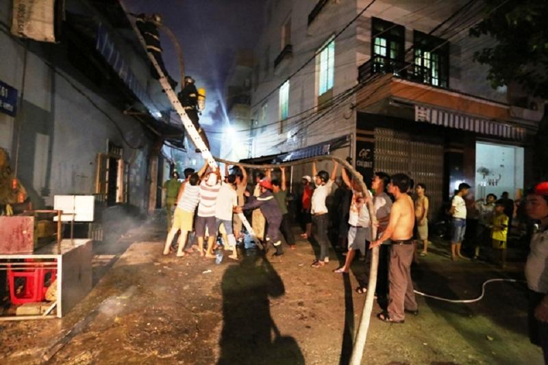 Tình người trong cơn hỏa hoạn tại Đà Nẵng