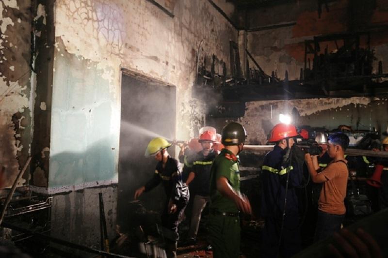 Triển khai chữa cháy bên trong căn nhà
