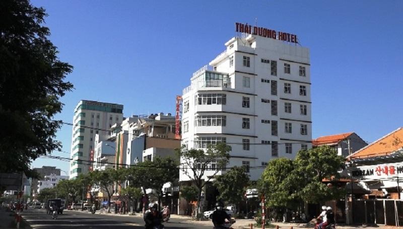 Khách sạn thờ ơ: Khách gặp sự cố trong thang máy