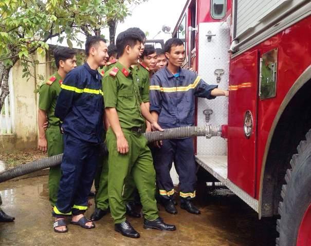 Huấn luyện nâng cao nghiệp vụ quản lý, sử dụng phương tiện chữa cháy và CNCH