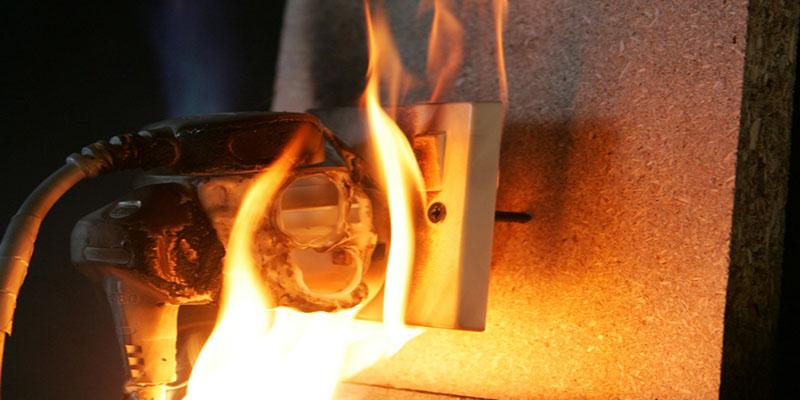 Học cách xử lý nhanh trí khi bị chập cháy điện ở mọi lúc mọi nơi