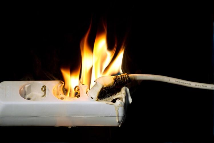 Một số lời khuyên khi sử dụng điện để tránh chập cháy
